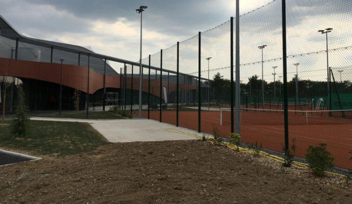 La ville autorise la navigation sur la Maine et la réouverture des courts de tennis en extérieur