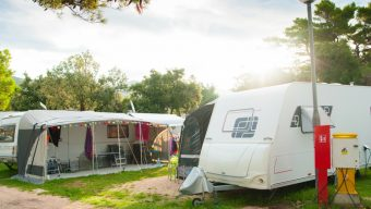 Covid-19 : la CAF de Maine-et-Loire propose une prime aux personnes ayant travaillé au contact du public