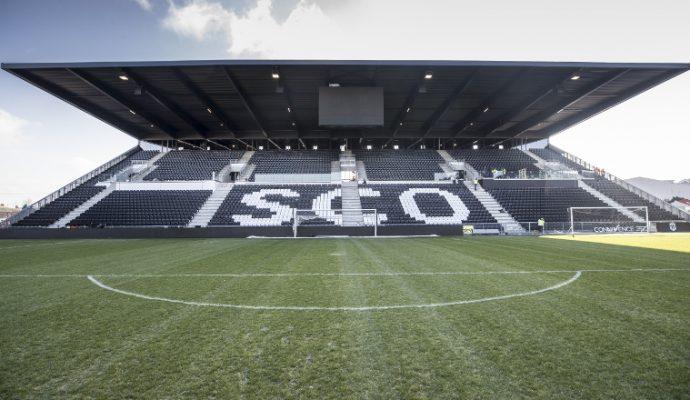La nouvelle tribune Colombier ouvre au stade Raymond-Kopa
