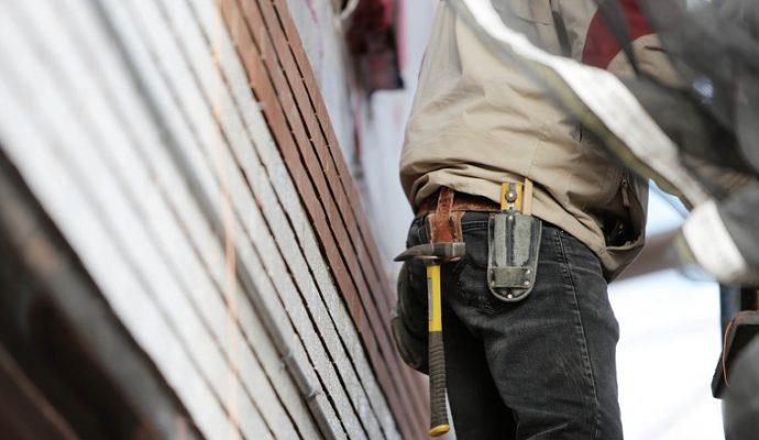 Les syndicats dénoncent la poursuite du travail au sein d'entreprises « qui n'ont aucune utilité dans la gestion de cette crise »
