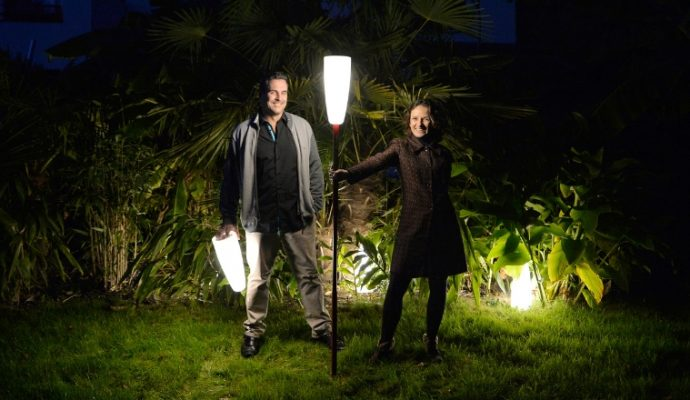 Un couple angevin invente le lampadaire sans fil et connecté