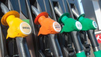 L'achat et le transport de carburant limité pour la nuit de la Saint-Sylvestre
