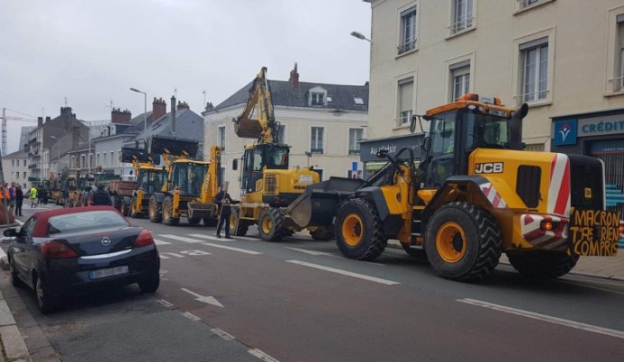 Les artisans défilent à Angers contre la fin du gazole non routier