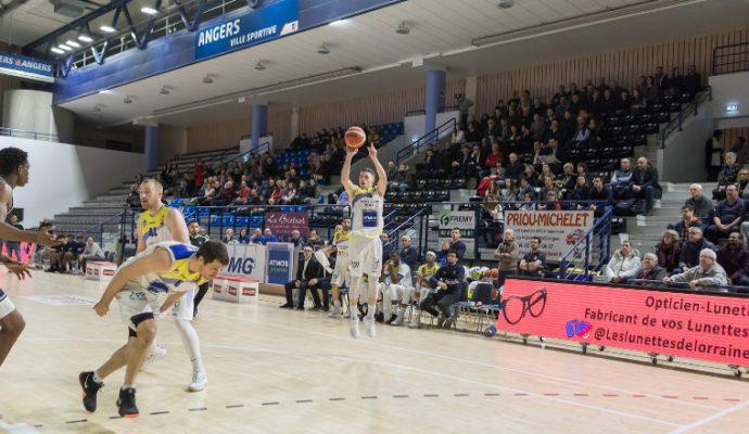 L'Etoile Angers Basket s'impose largement face au Central Fédéral