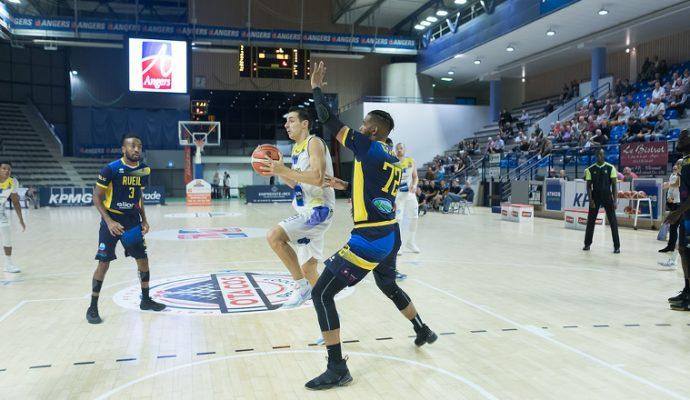 Basket : l'Etoile Angers Basket s'impose facilement face à Besançon