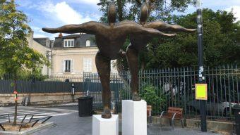 Une statue quitte l'aéroport d'Angers pour la place du Lycée