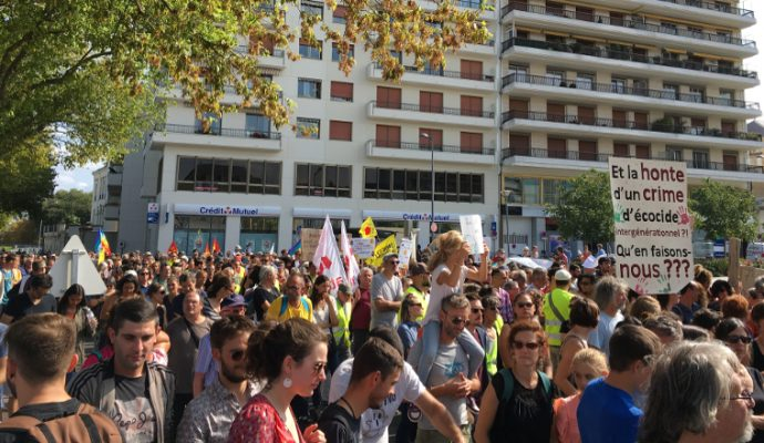 Climat et antifascisme mobilisent un millier de personnes à Angers