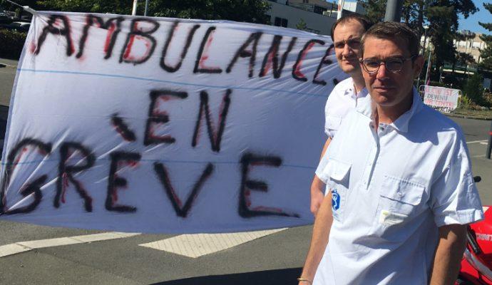 Les ambulanciers du CHU d'Angers poursuivent la grève