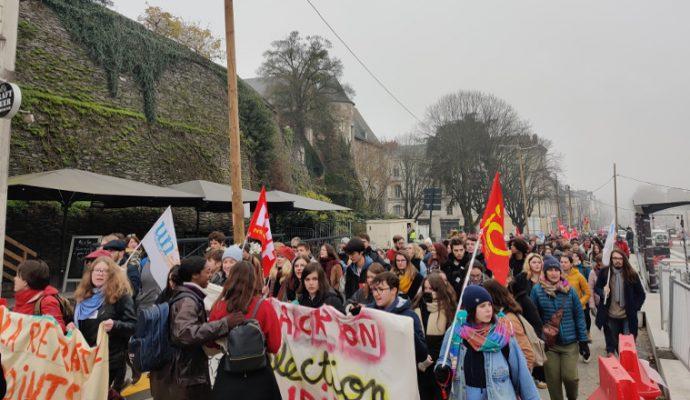 Plus de 3 500 manifestants contre la réforme des retraites