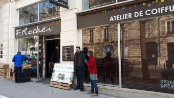Les maraîchers trouvent refuge chez les commerçants à Angers