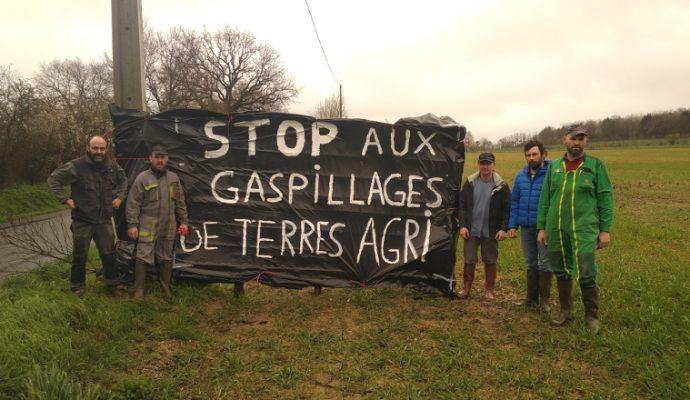 La FDSEA et les Jeunes agriculteurs dénoncent le gaspillage des terres agricoles à l'ouest d'Angers