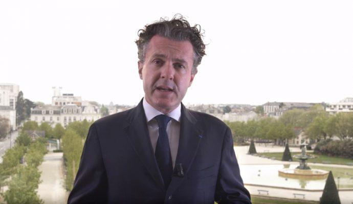 Christophe Béchu annonce la distribution d'un masque à chaque angevin avant le 11 mai