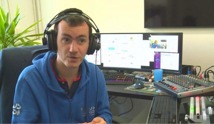 Un angevin anime une émission quotidienne sur Youtube pour mieux traverser le confinement