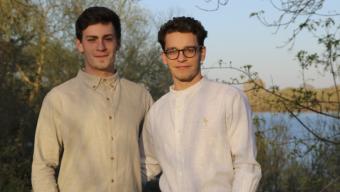 Deux angevins créent une marque de vêtements en lin made in France