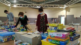 Confinement : des kits pédagogiques distribués aux familles les plus démunies des quartiers prioritaires