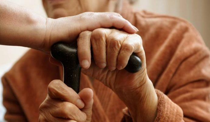 Covid-19 : les personnes âgées de plus en plus touchées