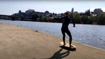Du « surf » dans les rues d'Angers pour dénoncer l'interdiction des sports nautiques