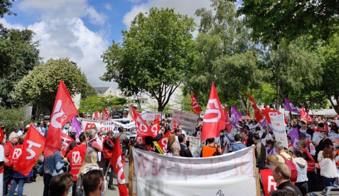 2 500 manifestants dans les rues d'Angers pour réclamer plus de moyens pour les soignants