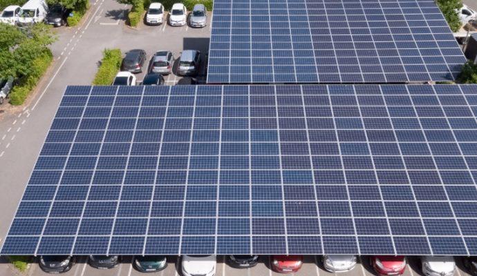 Les ombrières photovoltaïques de parking vont se développer en Maine-et-Loire