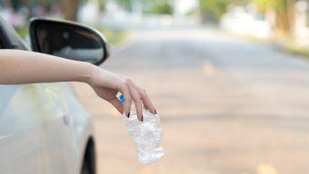 Trop de déchets encore jetés par la fenêtre des voitures : Vinci Autoroutes lance une campagne de sensibilisation