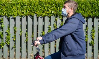 Le port du masque à vélo fait débat