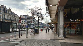 Fin de la piétonnisation du centre-ville et de la gratuité des transports en commun