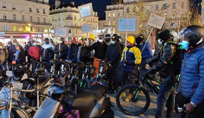 Uber Eats, Deliveroo, Just Eat : les livreurs manifestent à Angers