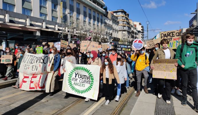 Entre 500 et 600 jeunes ont manifesté à Angers pour le climat