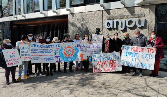 Protection de l'enfance : professionnels et association se sont mobilisés devant le Conseil départemental à Angers