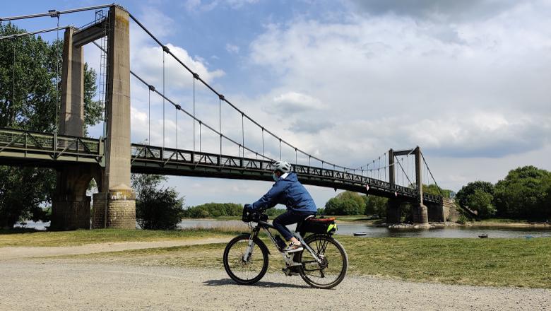 Pont de Bouchemaine vélo
