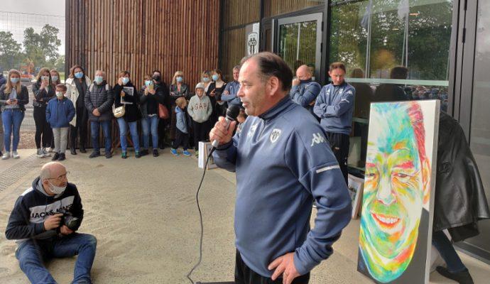Le vibrant hommage des supporters angevins à Stéphane Moulin, l'entraîneur d'Angers SCO