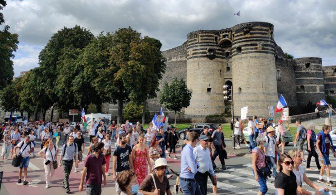 Près de 2 000 manifestants mobilisés contre le pass sanitaire à Angers