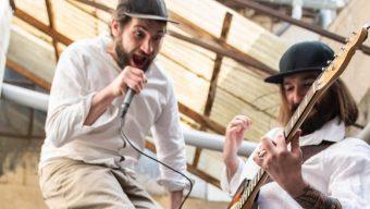 Un parcours de spectacles d'improvisation dans la ville d'Angers ce samedi 28 août